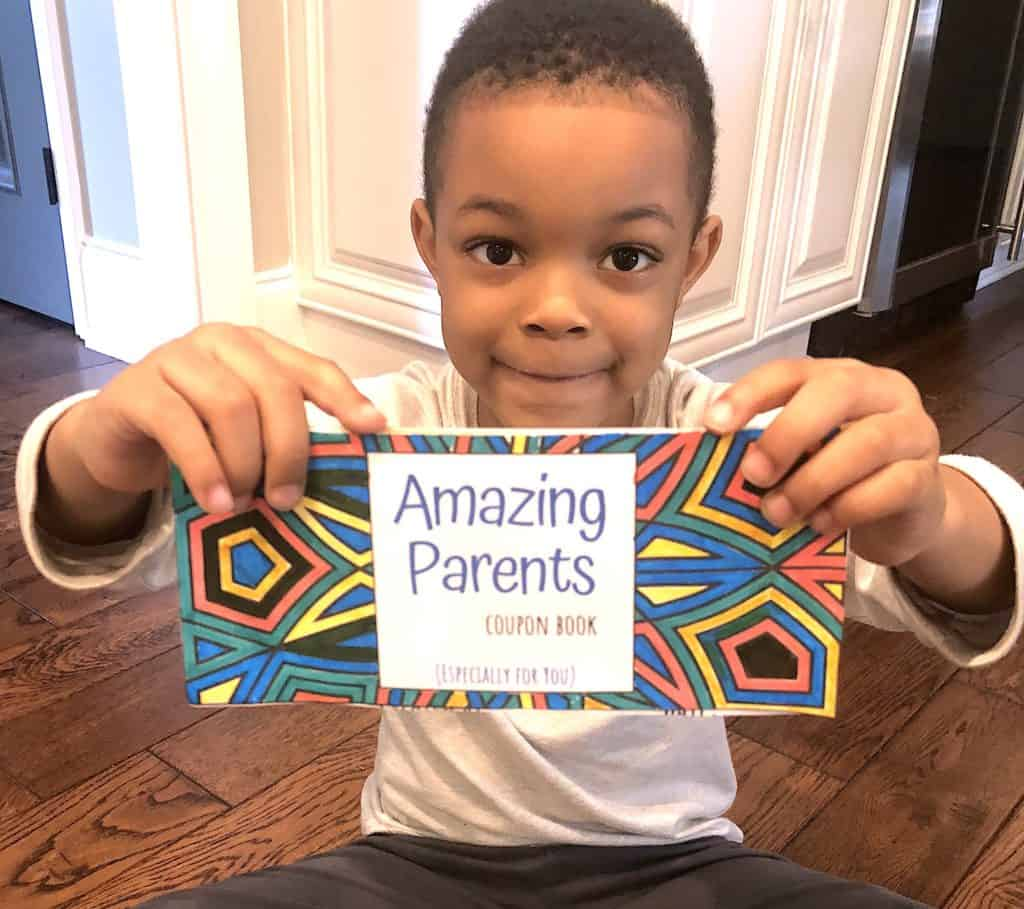 This Amazing Parent's Coupon Book Gift Ideas is just absolutely GENIUS! This Mother's or Father's Day Gift From Kid's is a perfect keepsake crafts gift. Try out this coupon book for mom or dad