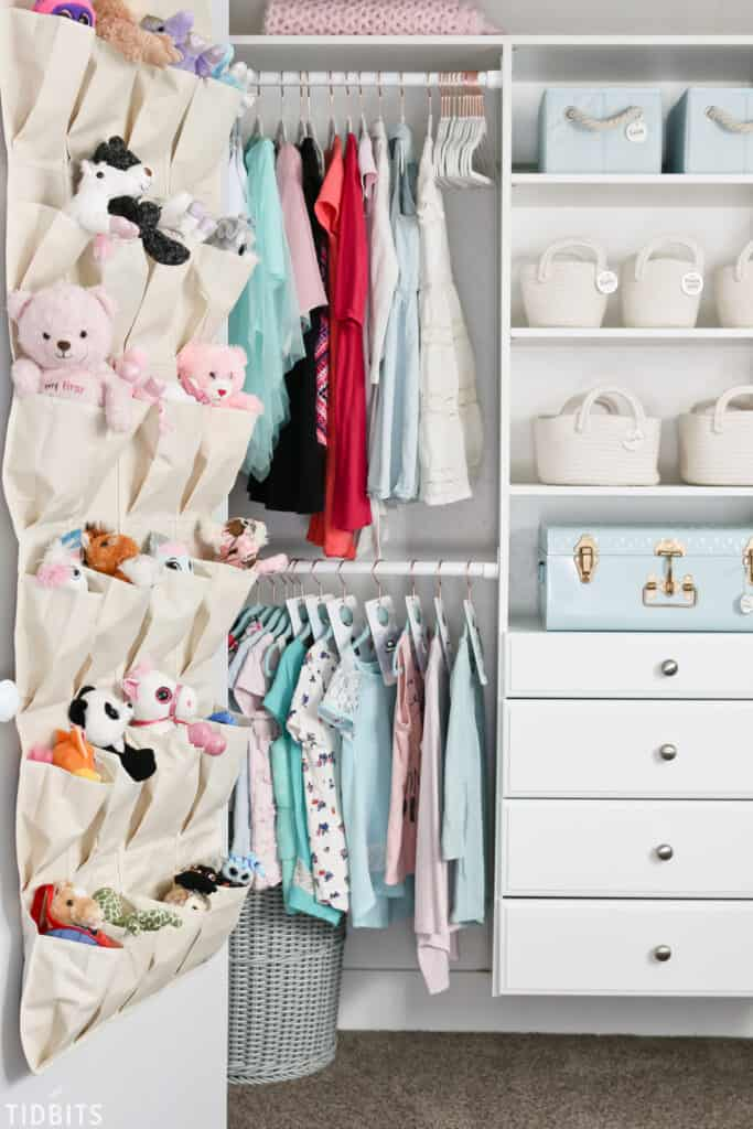 An Organized Closet for Kids is A Must to Get Your Family Life Organized. These Closet Organization Ideas Will Be A Perfect Storage Addition. Check them out! #closetorganizationideas #closetdesigns