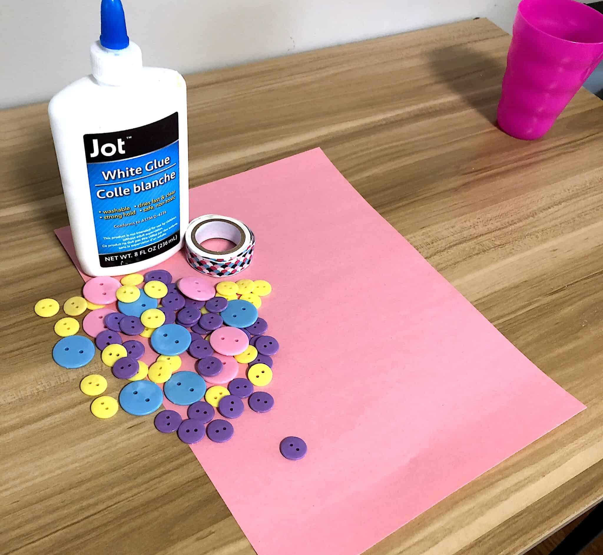 Looking for Sensory Activities That Toddlers Will Love? Well Check Out This Water Bead Sensory Bin Activity That Will Keep Your Child Occupied and Learning! #buttoncraftsforkids #buttoncrafts