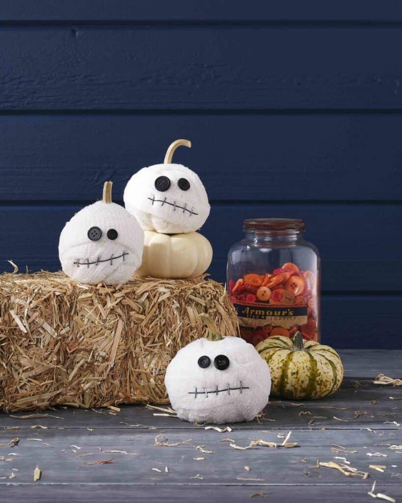 mummy-pumpkins-with-button-eyes