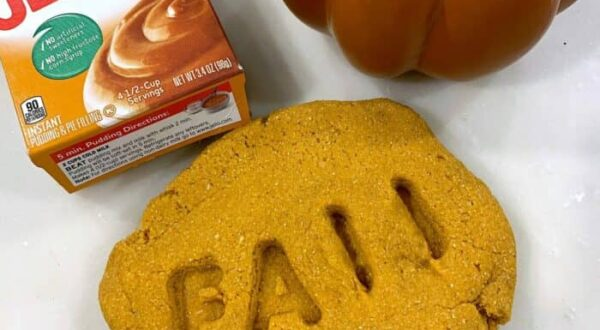 How to make Autumn play dough for kids